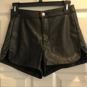 H&M Divided shorts faux leather 42271 size 4